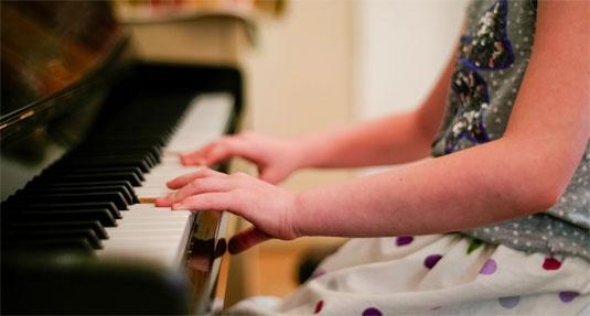 Het leren bespelen van een instrument maakt je daadwerkelijk slimmer.